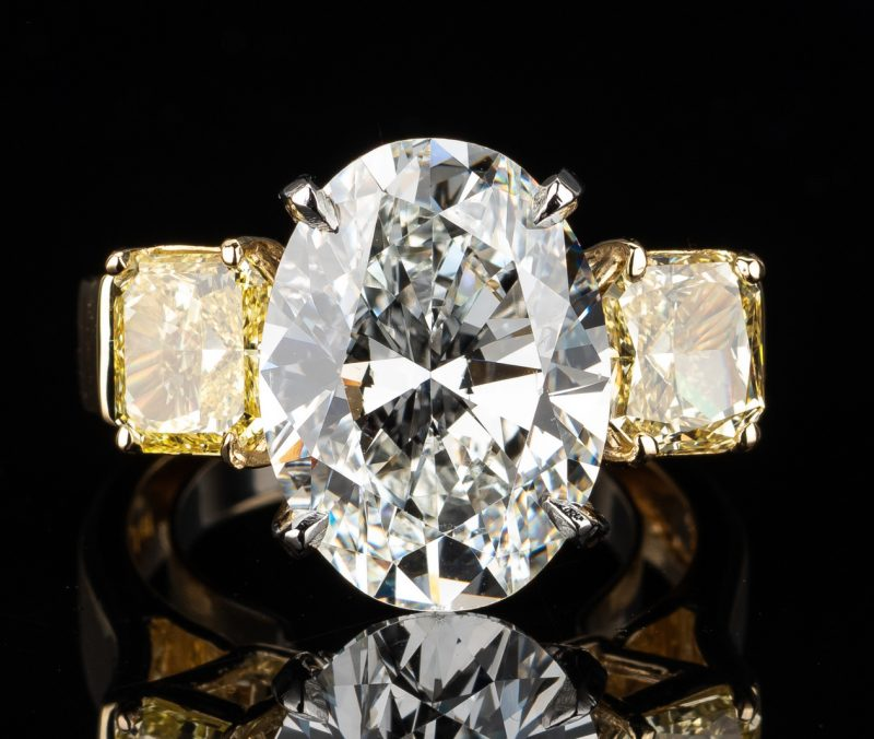 Lot 41: 7.32 Oval Diamond, VS1/G & 2 FIY GIA 3-stone ring